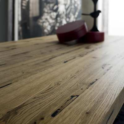 Venice's Briccole Cooper table detail wood top