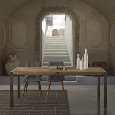 Tavolo design in legno